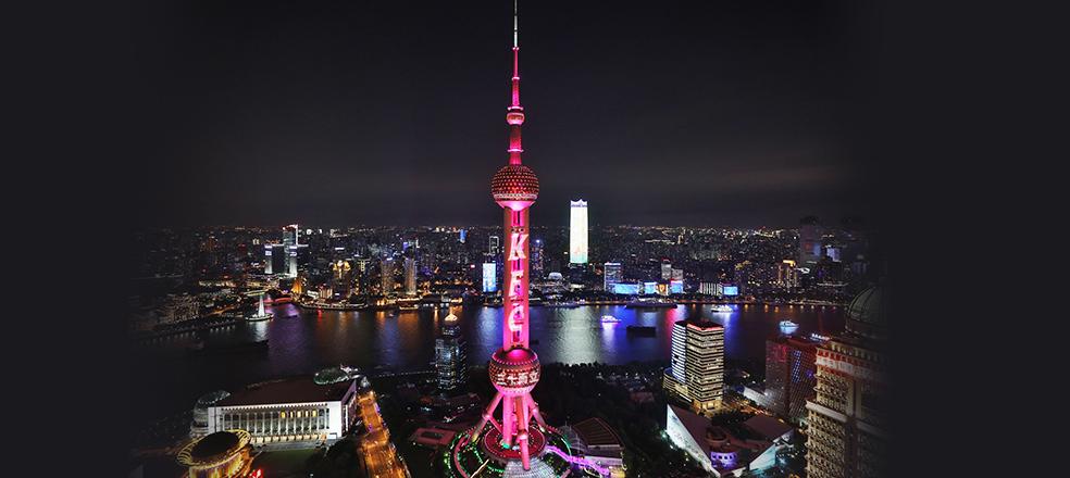 上海东方明珠变红色,...